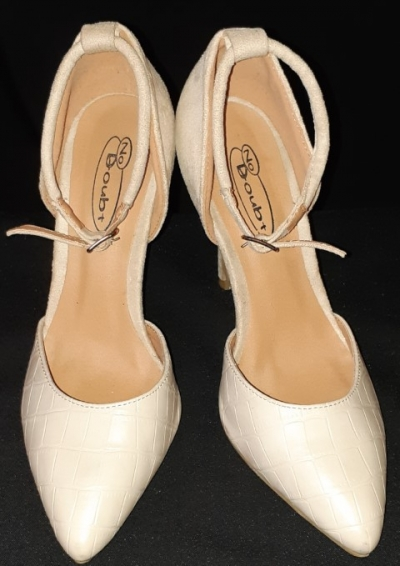 Ankle strap Cream Leather heel by 'No Doubt', size 38
