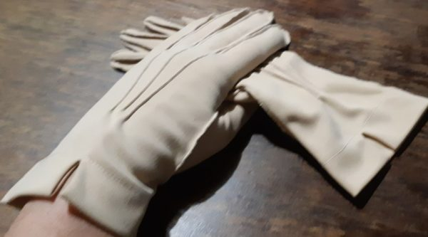 1970's camel poly/ cotton glove, size M