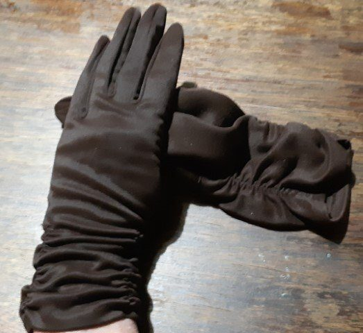 1970's vinatge glove by 'Mambo', choclate brown, nylon simplex, size 7