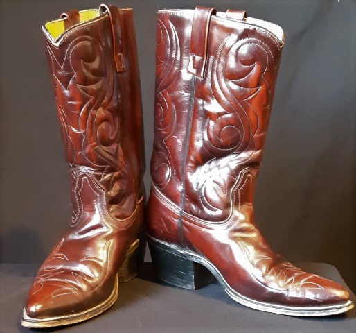 Western Leather Boot, USA sizing 9.5D, maroon.