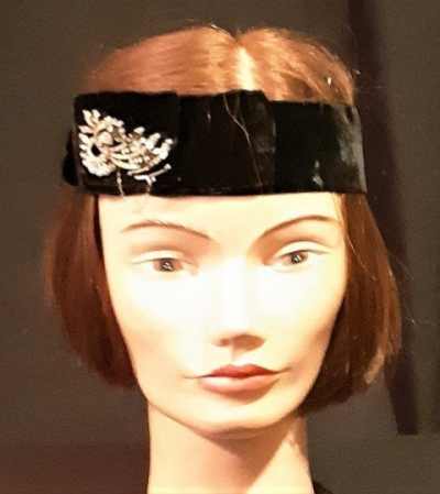 1920's inspired Black velvet headband with diamante broach