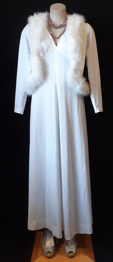 White jersey Maxi dress and jacket with faux fur trim, polyester size 12