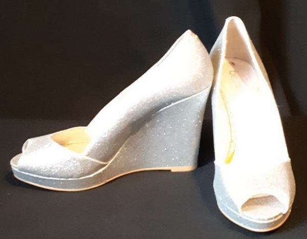 Peep toe silver sparkly wedges by 'Betts' size 8