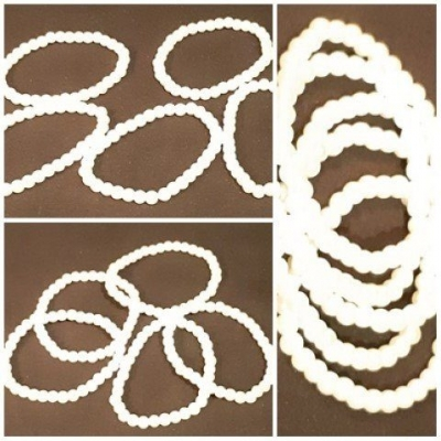 Pearl look plastic, set of 5 bracelets.