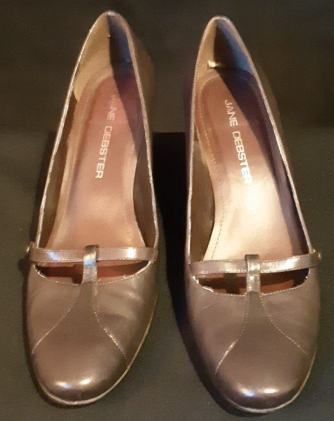 Vintage Brown Leather pumps by 'Jane Debster', size 7&1/2