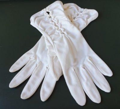Vintage short gloves, Cream, polyester, size small.