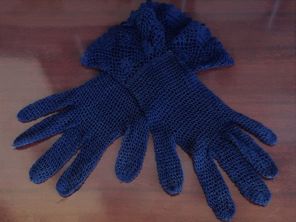 Vintage gloves, navy netting, poly/cotton, size M