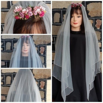 Vintage Wedding Veil, polyester netting & dried flowers on a comb, total length 109cm.