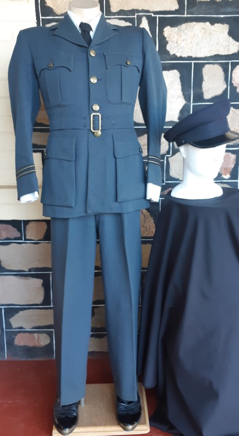 """WW2 1943, Original British Air Force uniform and Officers Peaked Cap, size S, 32"""" waist"""