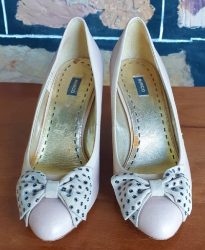 Mimco' Bone Court shoes, leather, suede bow trim, size 38