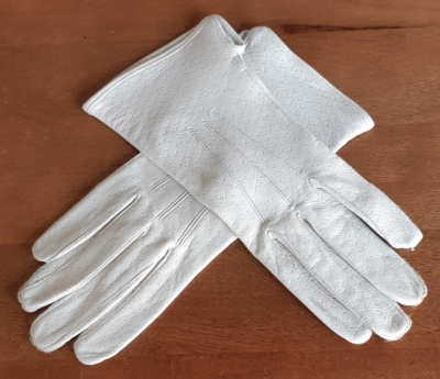 Kid leather gloves, beige, Small, 1970's.