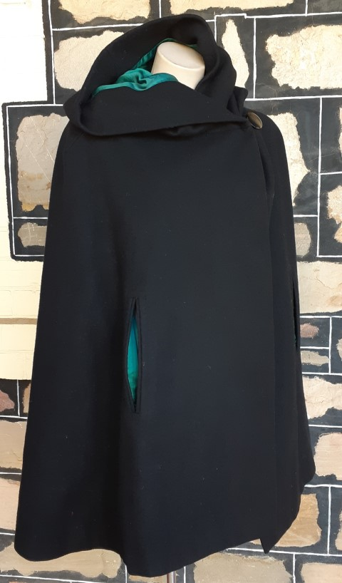 Vintage Cape with hood, French navy/lime green, wool, Made in England by 'Raymond' one size