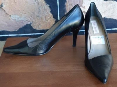 'Dianna Ferrari' Black Leather Pointy Toe Pumps, size 8